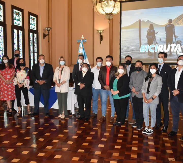 Presentan en Palacio Nacional, los avances de la postulación para el proyecto Biciruta 502: para conectar Guatemala.